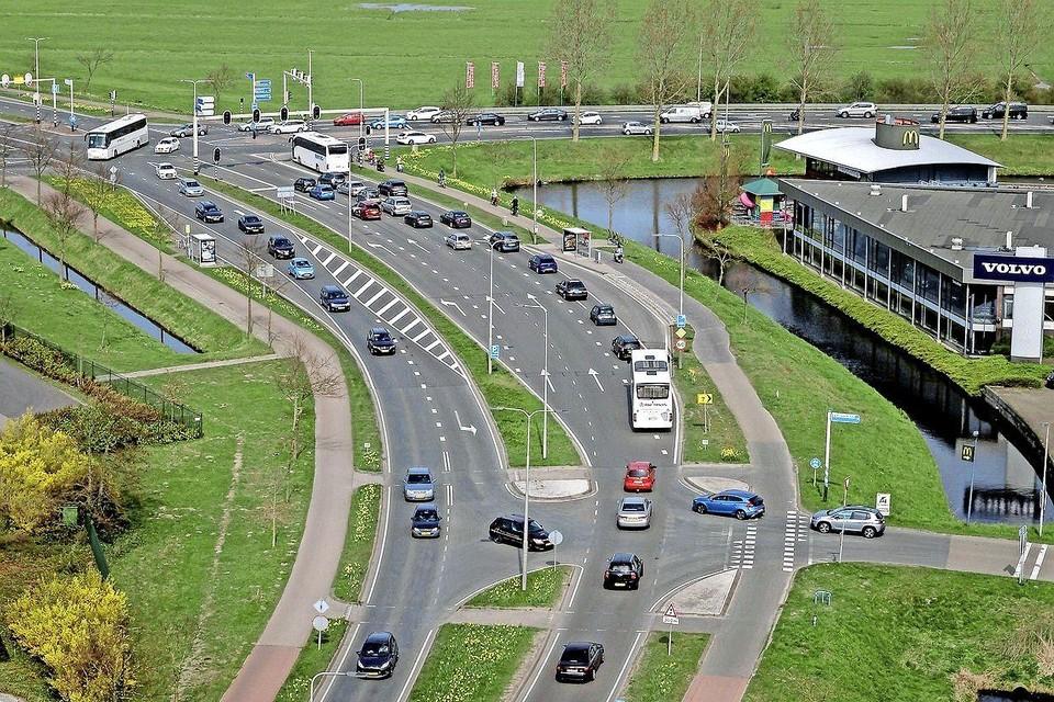 De N207 eindigt nu nog op de Leidsestraat. Als het aan Bedrijfsleven Bollenstreek ligt, wordt de weg doorgetrokken naar de N206 bij Ruigenhoek.