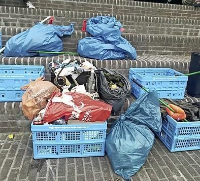Afval prikkende suppers vallen met hun neus in de boter na zomerse dag. Drie kliko's aan rommel uit Haarlemse wateren gehaald tijdens eerste actie Supmission