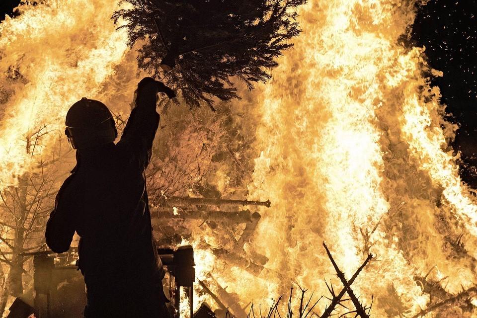 Kerstbomenverbranding in IJmuiden.
