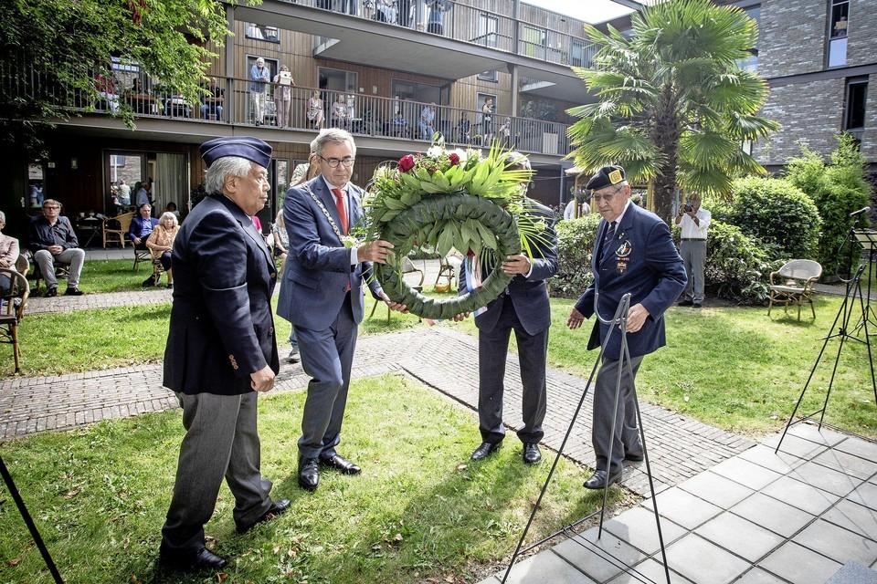 Vorig jaar legde burgemeester Jos Wienen een krans.