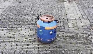 Mogelijk drugsvat gevonden in de Piet Voskuilenstraat in Haarlem: 'De inhoud kan gevaarlijk zijn'