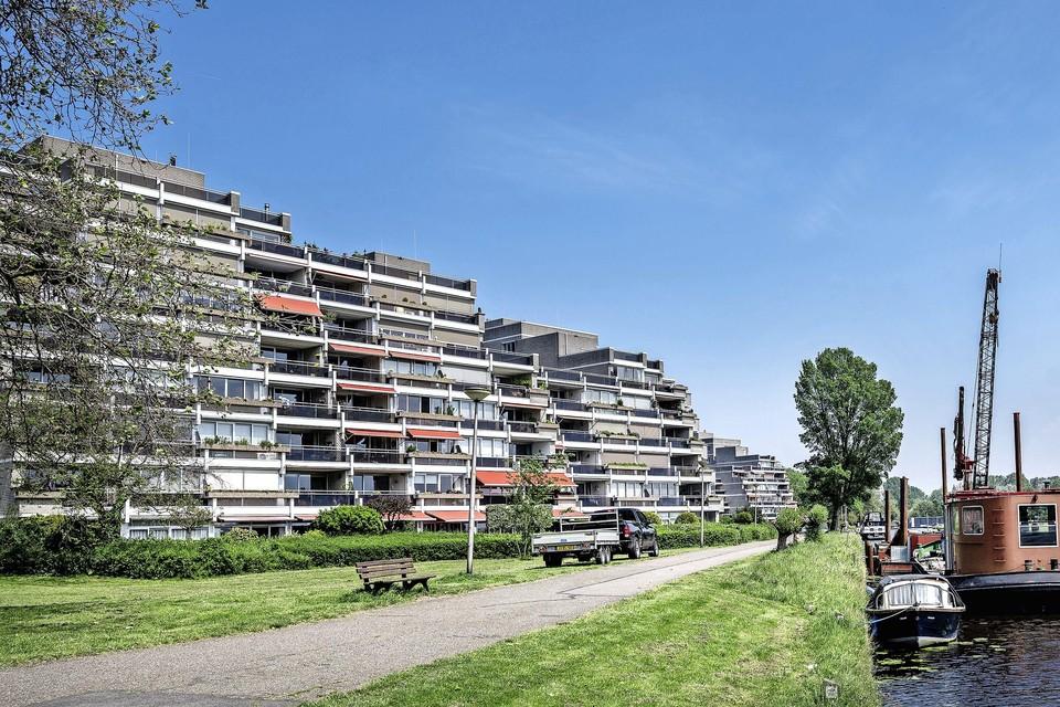 Bewoners van de Offenbachlaan zijn boos om de aanleg van een steiger voor schip De Olifant, precies voor hun appartementencomplex.