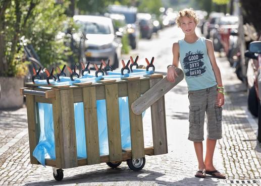 Haarlemmer James Hillebrand (13) gaat elf dagen wandelend afval inzamelen [video]