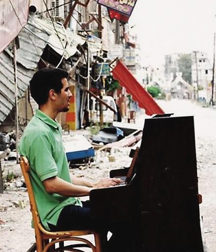 De Pianist van Yarmouk speelt in de Philharmonie [video]
