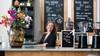 Is dit niet te hip voor IJmuiden, vragen mensen me regelmatig', zegt eigenaresse Cindy Ruitenberg van espressobar The Harbour aan de Halkade. Zij vindt van niet. Koffie kan je overal drinken
