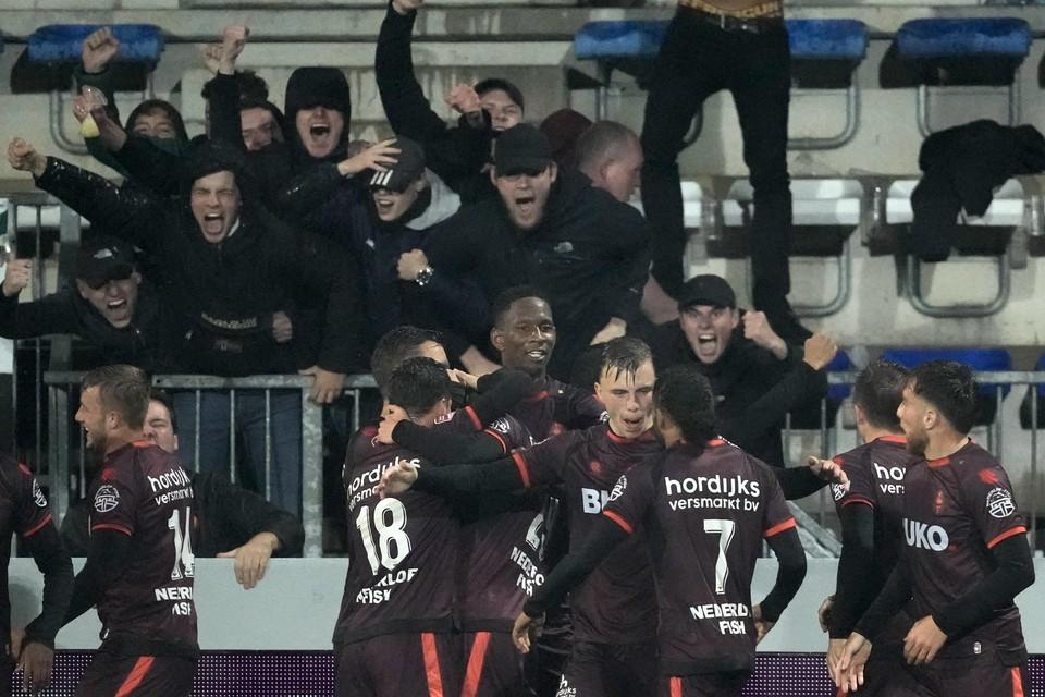 Feest bij Telstar en de supporters na de late goal van Rein Smit.