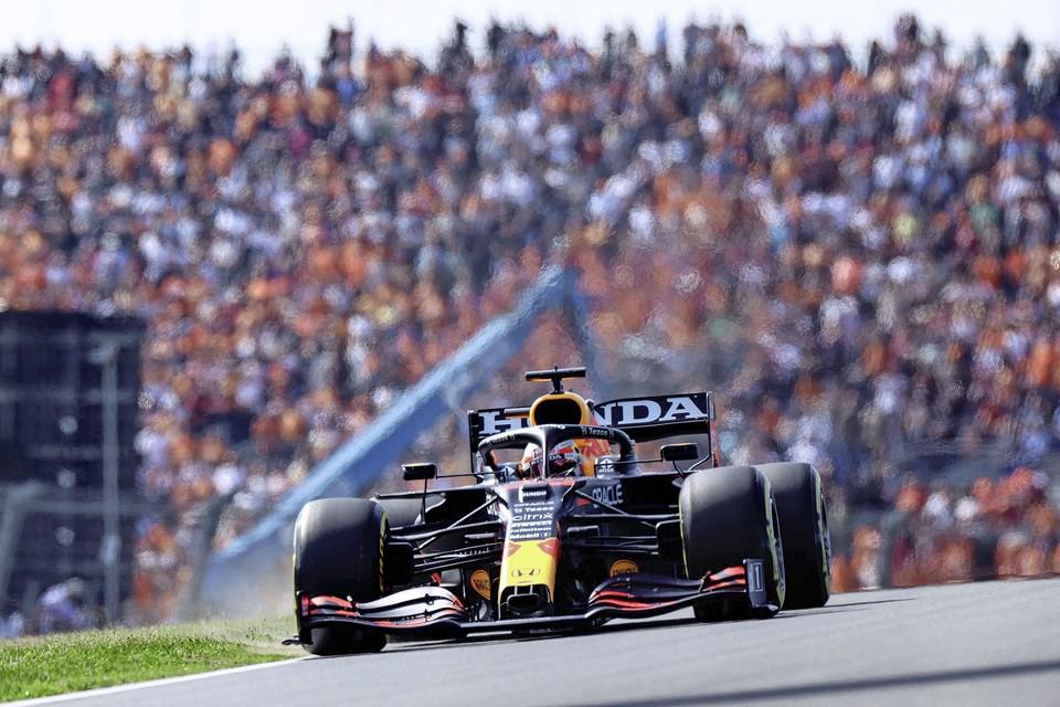 Max Verstappen tijdens de tweede training.