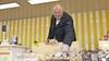 Al 27 jaar verkoper op De Bazaar in Beverwijk: 'Het contact met de mensen, dat is wat het zo leuk maakt'