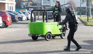 Primeurtje voor Baarn: Stint-opvolger voor het eerst de weg op voor het maken van trainingsvideo; 'Hopelijk kunnen ze half december in gebruik worden genomen' [video]
