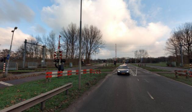 Kapotte spoorwegovergang Wenckebachstraat Velsen-Noord gaat 2 dagen dicht; verkeer richting Tata Steel de dupe