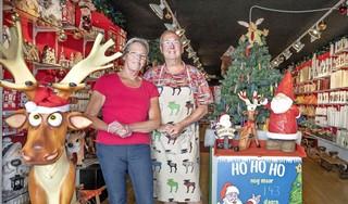 Kaarsenmaker Rob (66) dompelt zich het hele jaar door in kerstsferen. 'Kerst is magisch. Ook in de zomer'
