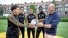 Nieuwe wedstrijdbal eerste divisie met Telstar-spelers gepresenteerd: 'We hoeven niet drie weken op cursus'