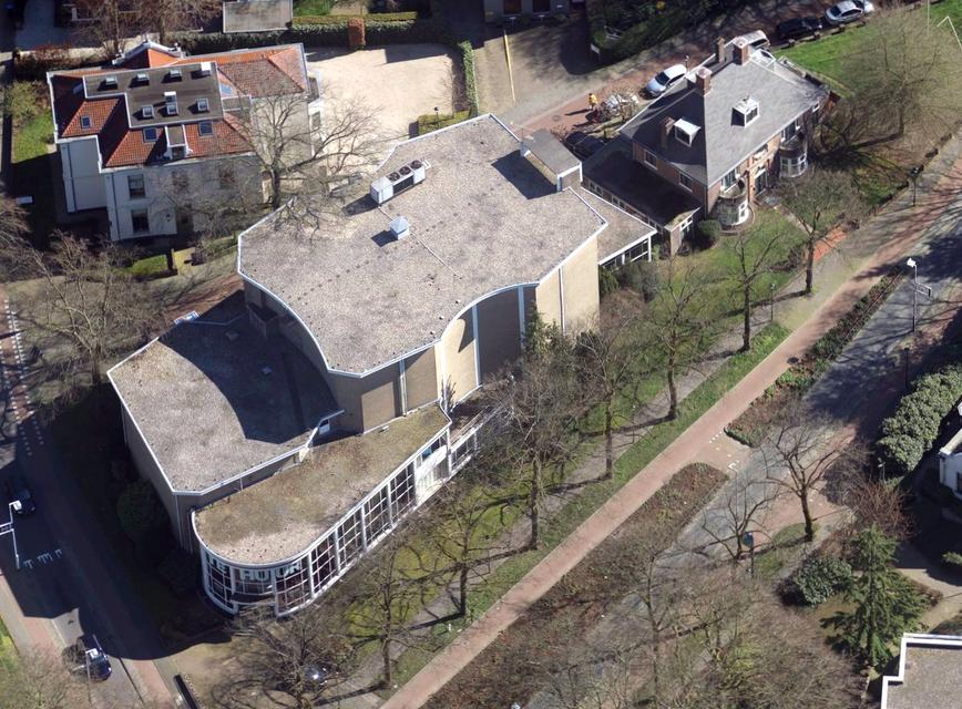 De Vioolkist vanuit dd lucht, met op de voorgrond de 's-Gravelandseweg.