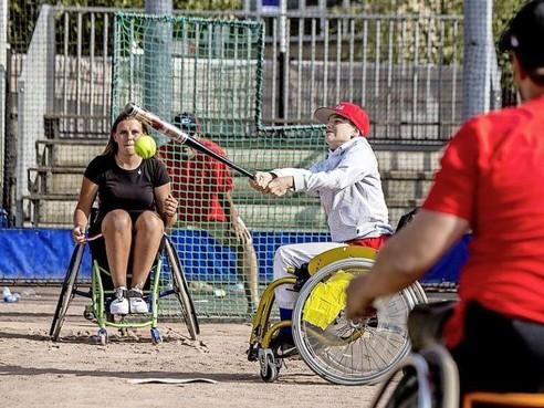 Uniek voor Nederland: rolstoelsoftbal