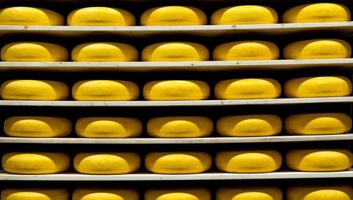 Diefstal van kaas, Chocotoffs, pitabroodjes, Bacardi-cola, tandenborstel en wijn bestraft door Haarlemse politierechter; 'Fijner als iedereen afrekent'