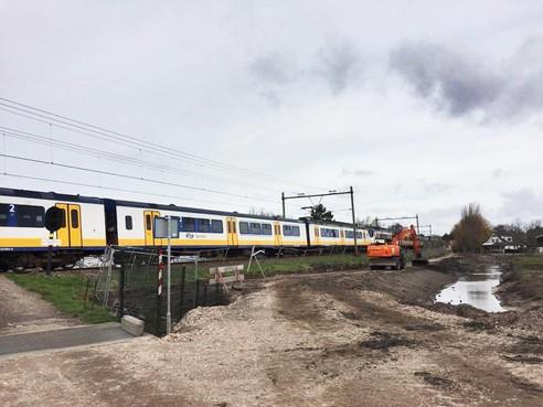 Aanleg parallelweg De Veenen langs spoorlijn in Santpoort-Zuid op dreef