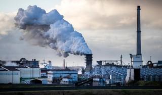 Tata Steel IJmuiden kort op tientallen ingehuurde personeelsleden en betaalt niet meer volledige rekening