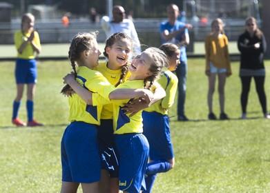 Jongens Pionier (Velserbroek) en meisjes Sint Franciscus (IJmuiden) door naar districtsfinale scholenvoetbal