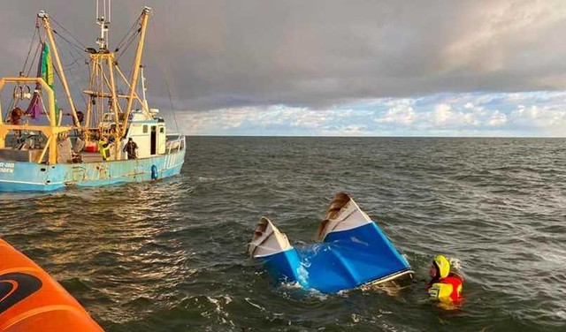 KNRM redt twee vissers bij Wijk aan Zee [video]