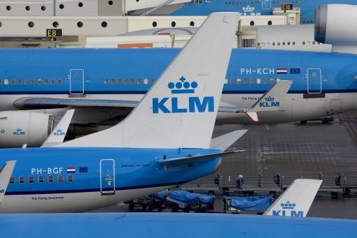 Contactcentra KLM overbelast door vele vragen over coronacrisis
