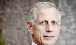 Vroeger gaf hij muziekoptredens, nu is hij raadslid. Peter van den Doel (GroenLinks Haarlem) zet zich in voor meer transparantie in de politiek [video]