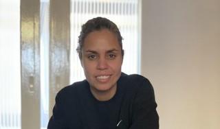 Rocky Hehakaija vecht voor een inclusieve wereld en voetbal is haar wapen [video]