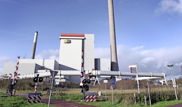 Roest daalt neer op Velsen-Noord, afkomstig van een centrale van Vattenfall. Precieze schade is nog niet duidelijk. Minstens tien meldingen