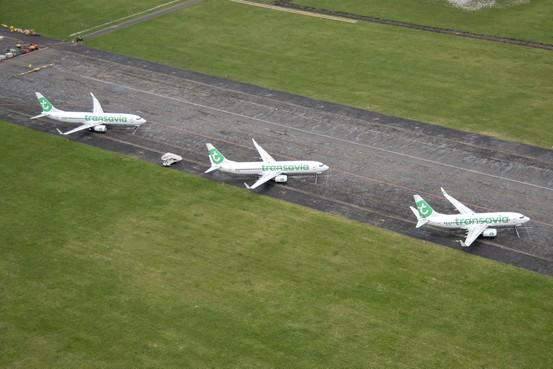 Critici hopen op minder vluchten en een enkeling op een failliet KLM