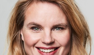De toon in 'Dit is een goed gidsje - voor een betere wereld' moet luchtig zijn en niet kinderachtig, aldus duurzaamheidsexpert Marieke Eyskoot