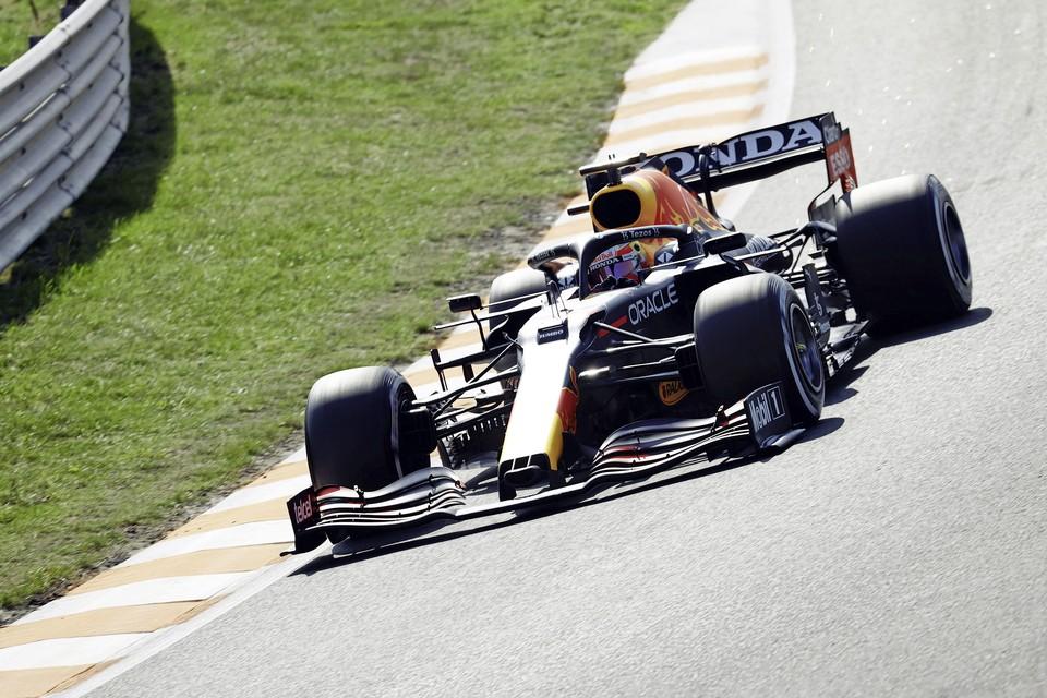 Max Verstappen (Red Bull Racing) in actie tijdens de eerste vrije training op het circuit van Zandvoort.