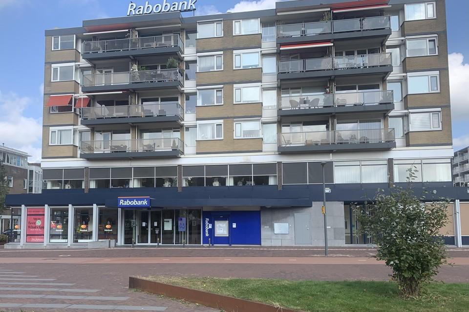 Het kantoor van de Rabobank aan het Stationsplein in Beverwijk blijft wel open.