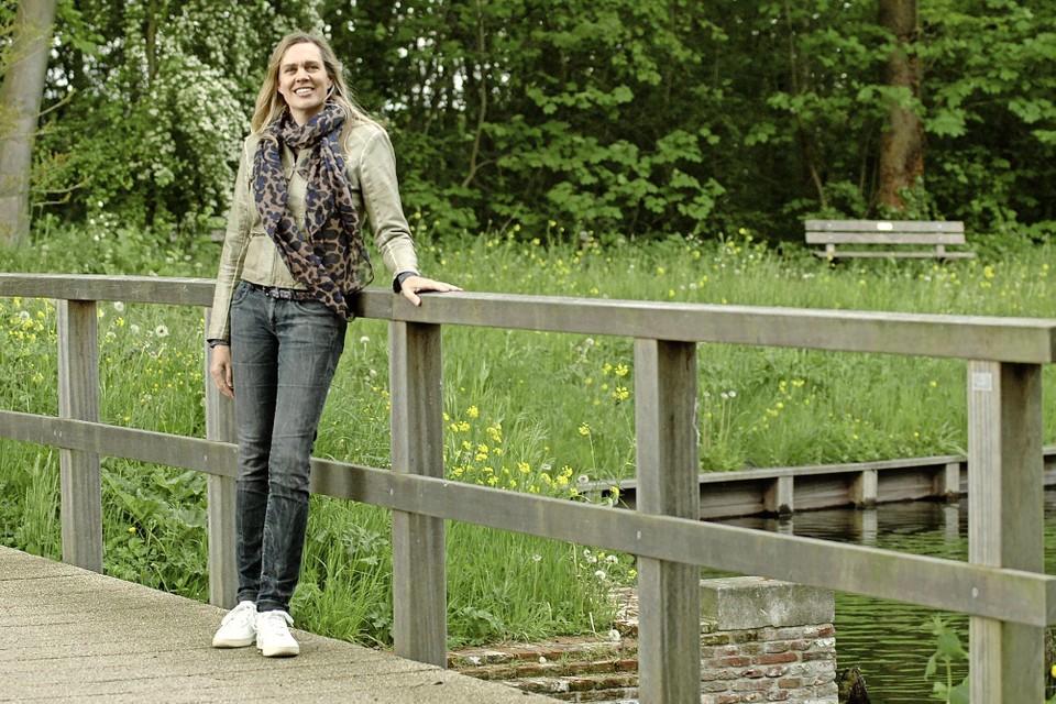 Weespse Anouk de Bont is ervan overtuigd dat zij lichamelijke klachten heeft als gevolg van elektromagnetische straling, afkomstig van de 5G-zendmast vlakbij haar huis.