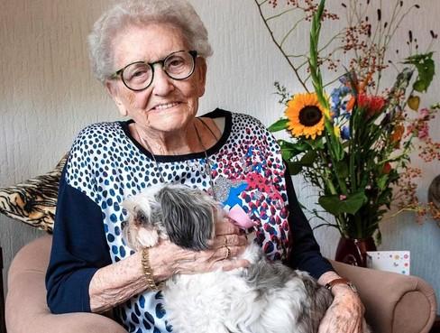 Mevrouw Verspui-de Waard uit IJmuiden is honderd: 'Ik heb het nooit kunnen dromen'
