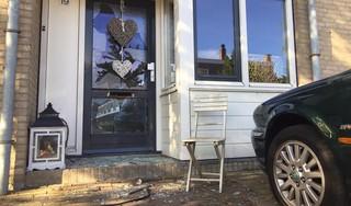 Na een enorme knal belandt de brievenbus van Castricums raadslid honderd meter verder, op het dak van een buurtbewoner. De geschokte Forza-politicus spreekt van een 'zware aanslag' [video]