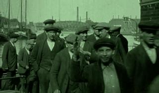 Bewegend Verleden: Filmen uit de kraan: arbeiders van Figee uit Haarlem, 1922 [video]