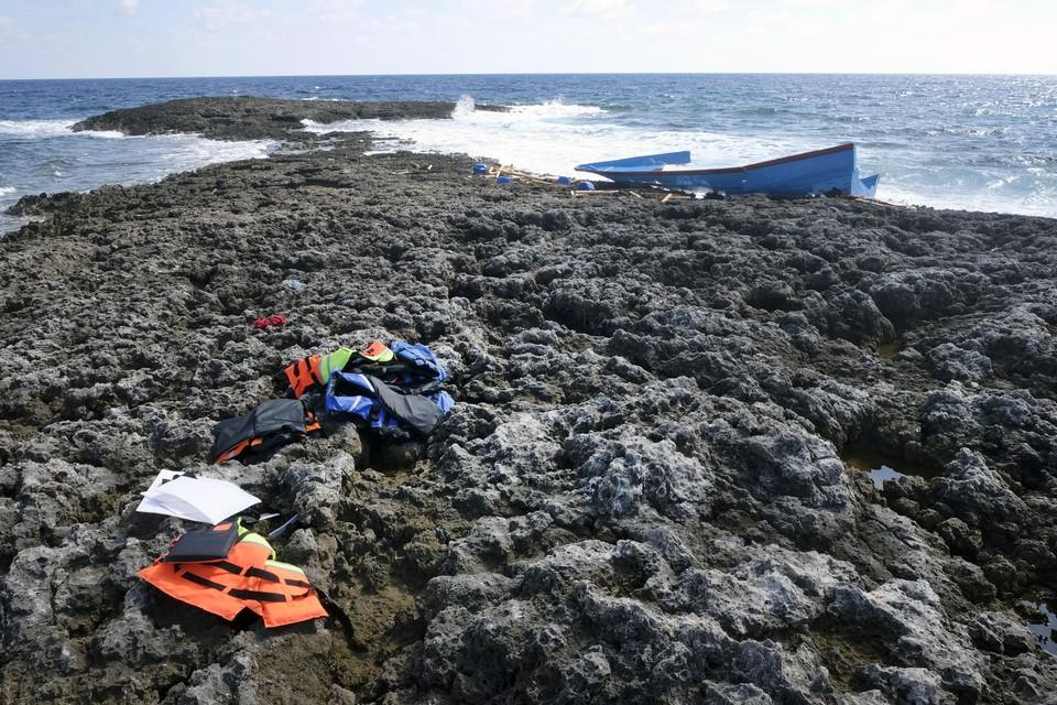 Achtergelaten spullen van migranten die op het Italiaanse Lampedusa zijn geland.