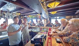Café Bert al 50 jaar een begrip in Leidsebuurt. 'Als ik de muur een ander kleurtje geef, zijn de stamgasten een maand van slag'