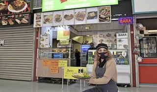 Radesh Soenessardien had altijd de droom ooit een eigen zaakje met Surinaams eten te openen. Twee jaar geleden werd dat Soeness Shop op de Bazaar