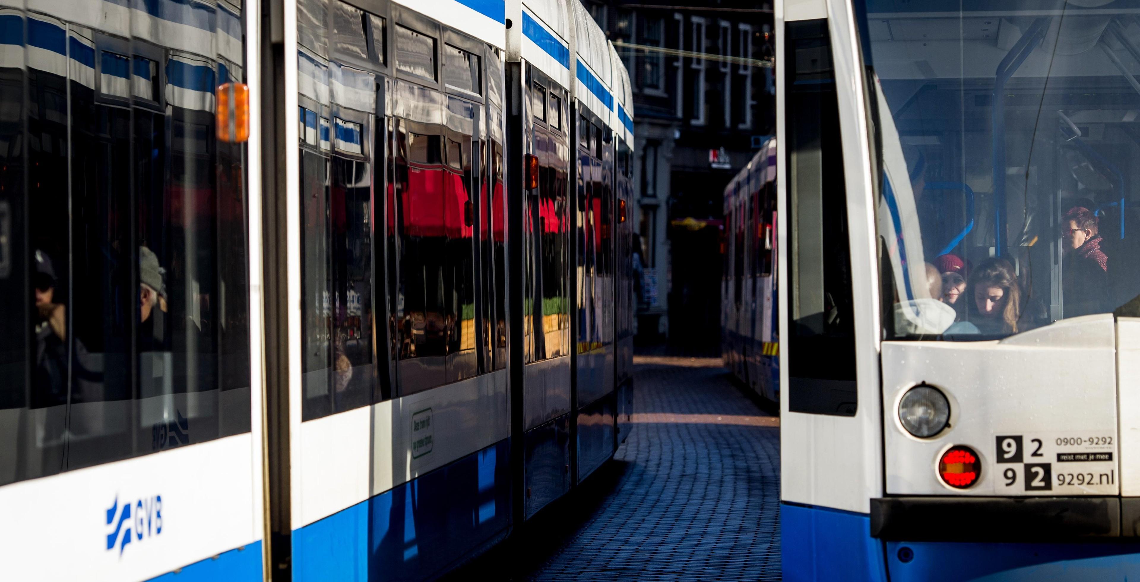 Speeddaten in de tram, kris kras door Amsterdam | Het Parool