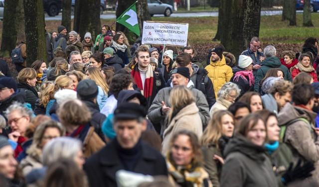 Manifestatie Vrouwen voor Vrijheid op Vlooienveld in Haarlem: ruim 1700 mensen aanwezig [video]