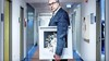 Viroloog Bert Niesters dient klacht in over de coronatests op Schiphol: 'Er worden antigeentesten uitgevoerd die niet gevoelig genoeg zijn'