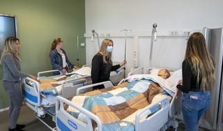 Klaslokalen in nieuwbouw Nova-college maken plaats voor bruispleinen en levensechte praktijkruimten. Studenten zijn gemotiveerder