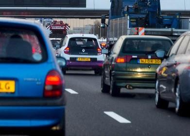 Flinke vertraging op de A4 bij Hoofddorp na ongeluk met olielekkage