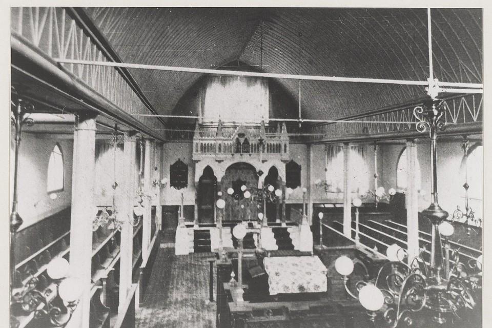Synagoge van de Israëlitische Gemeente te Haarlem (1911). Gezicht op de Oostzijde met de Heilige Ark, aron hakodesj of aron ha-kodesj.