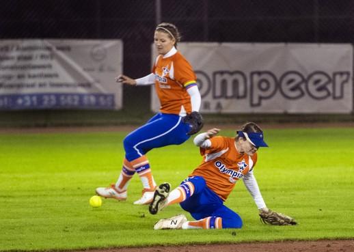 Softbalsters Olympia Haarlem kunnen titel niet prolongeren, derde wedstrijd gaat naar Roef!