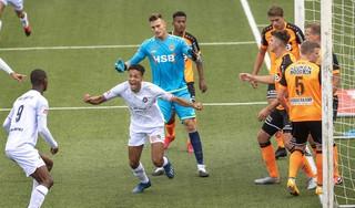 Rechtsback Ilias Bronkhorst toont zich tegen FC Volendam goaltjesdief: 'Hij werkt de pollen uit de grond'