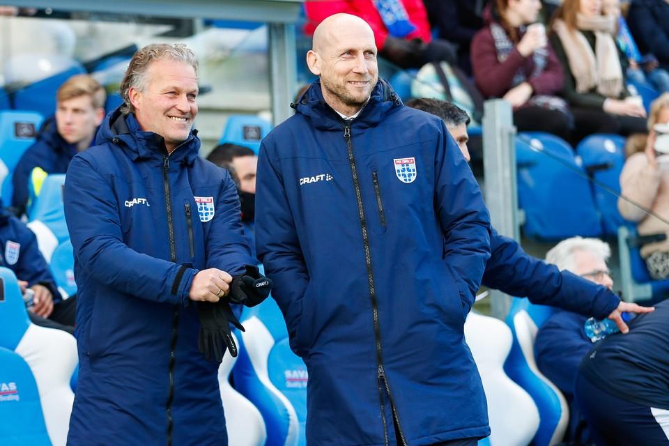 Gert Peter de Gunst (l) als assistent van Jaap Stam bij PEC Zwolle.