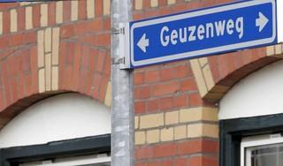 Wereldvreemde bewoner van de Hilversumse Geuzenweg zorgt al jaren voor overlast en dumpt onder meer zijn ontlasting in de wijk. 'Maar hij stond 's avonds laat ook ineens een keer voor me met een gasmasker op. Ik schrok me wezenloos'