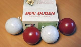 Ruim twee voetbalvelden vol kerstbomen zijn er afgelopen kerst in 't Gooi 'doorheen gejaagd'. De bomen worden bij Den Ouden Muiderberg verwerkt tot brandstof, compost en als proef tot nieuwe kerstbal