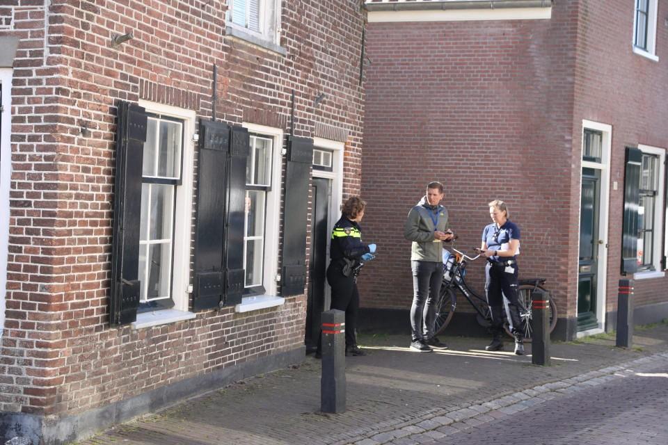 Politieonderzoek bij de woning waar de omgebrachte Pool werd gevonden.